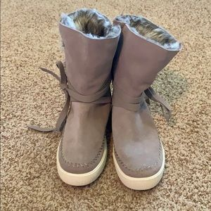 Toms Shoes - Toms boots with fur size 9